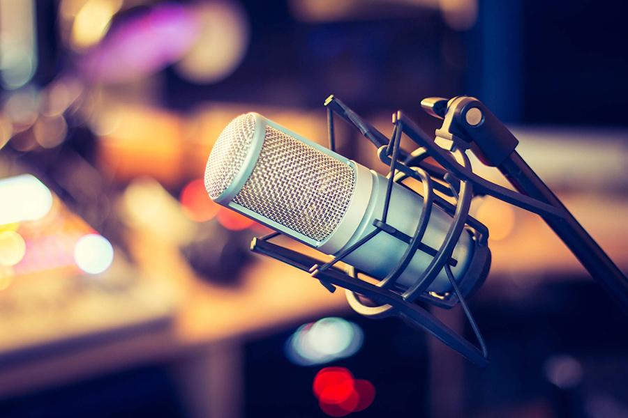 Radio diffusant l'actualité au Québec