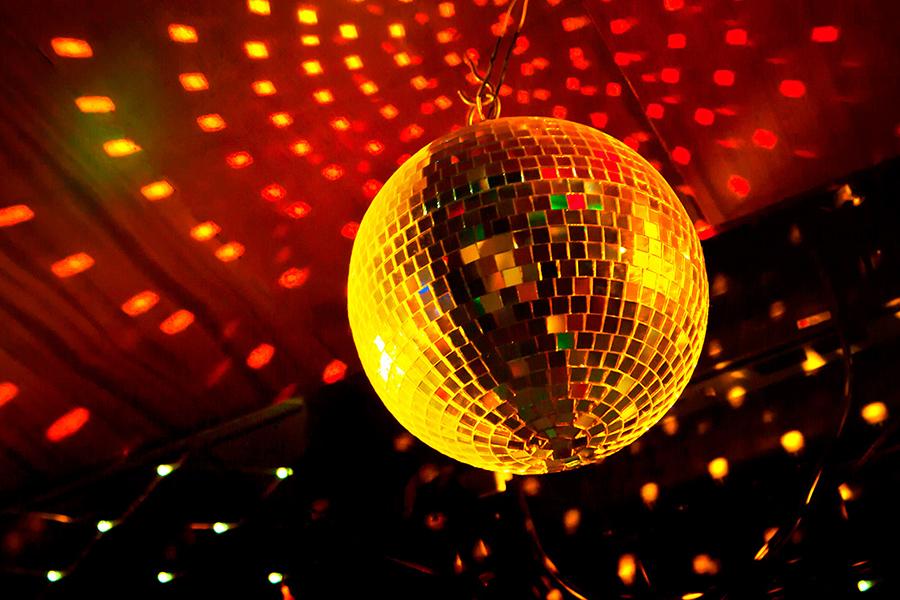 Radio diffusant du disco au Québec
